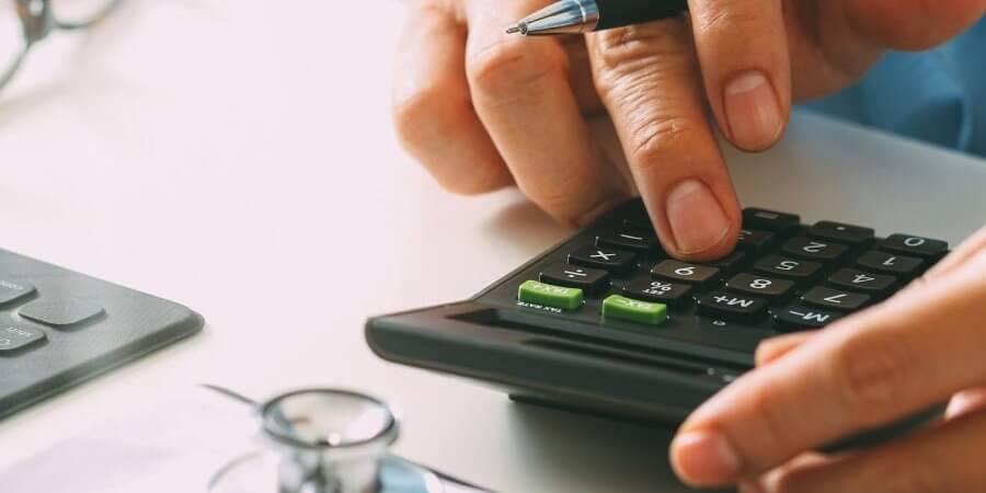 Como manter a gestão financeira da clínica saudável?